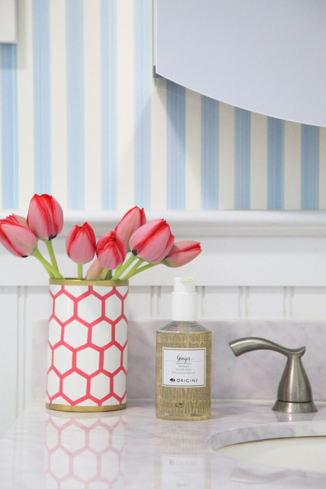 tulips-in-the-bathroom