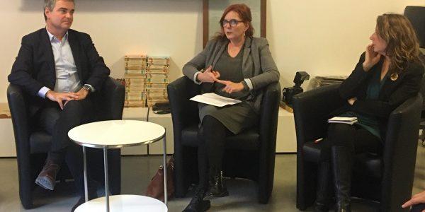 Clothilde Ollier recevait hier à Montpellier Sandra Regol (Secrétaire nationale adjointe d'EELV) et Franck Gintrand (Conseiller en urbanisme commercial auprès des collectivités) pour présenter le plan des écologistes pour redynamiser le centre-ville
