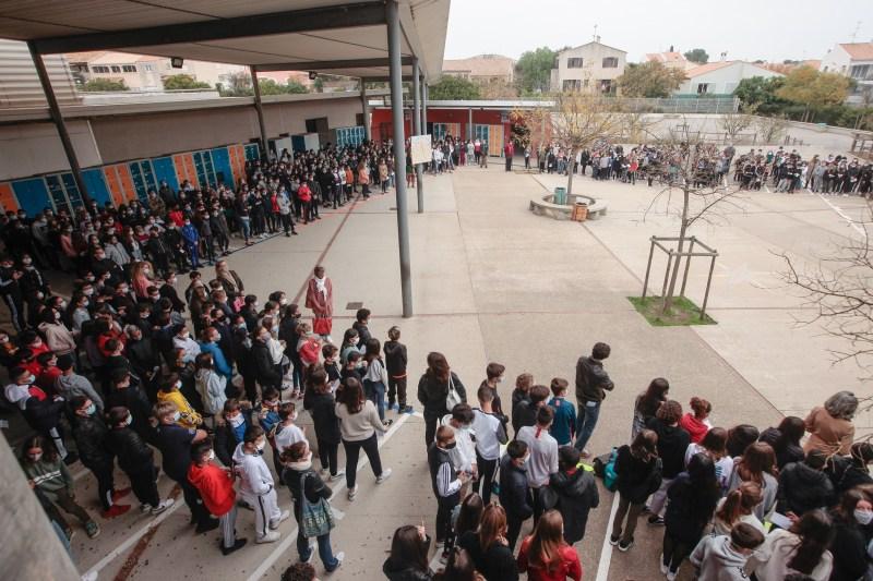 Frontignan : une rentrée scolaire entre recueillement et consignes sanitaires