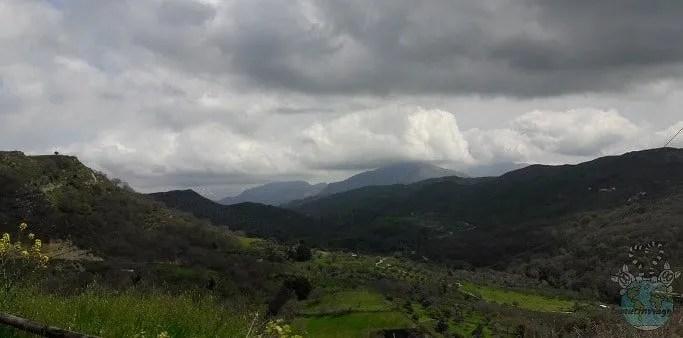 Le colline intorno alla necropoli di Armeni