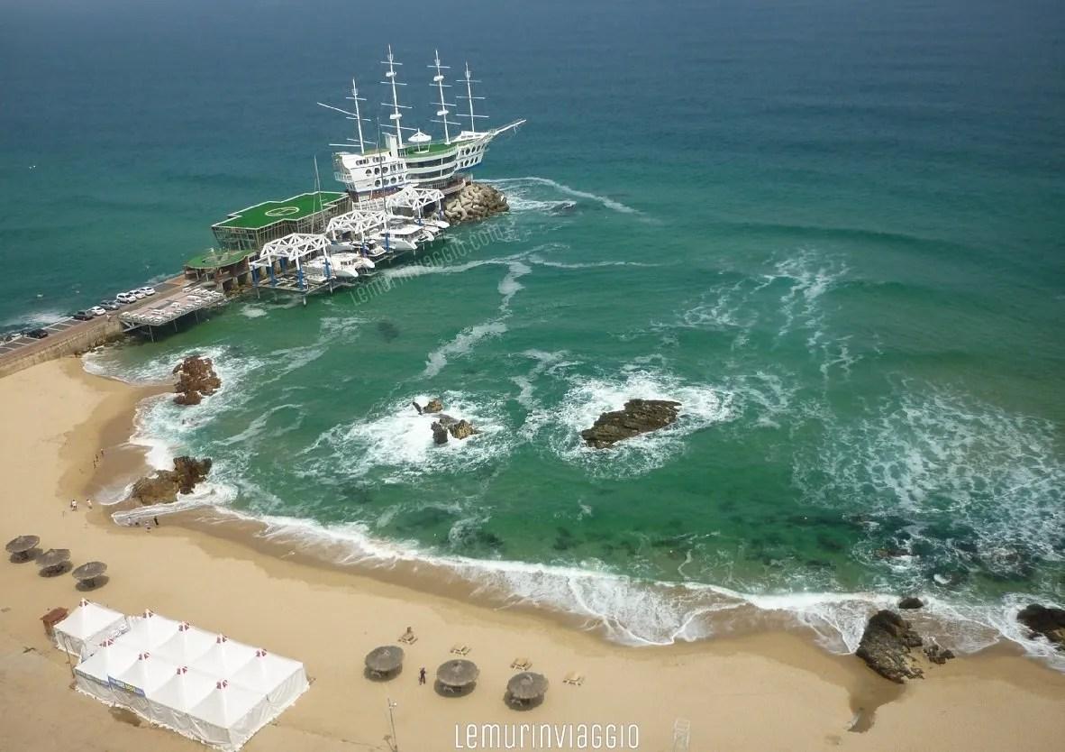 Yacht vicino al Sun cruise hotel