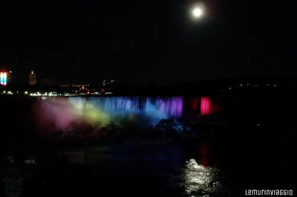 Cascate del Niagara illuminazione notturna