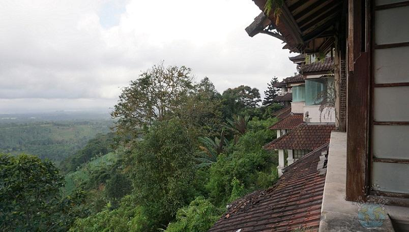 Esplorando il Ghost Palace Hotel di Bedugul a Bali con i Lemurinviaggio