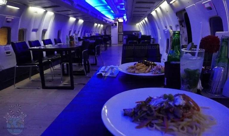 Ristoranti strani mangiare dentro un aereo dismesso