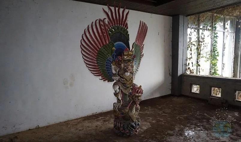 Leggende e misteri del Ghost Palace di Bali una maschera per tenere lontani i demoni