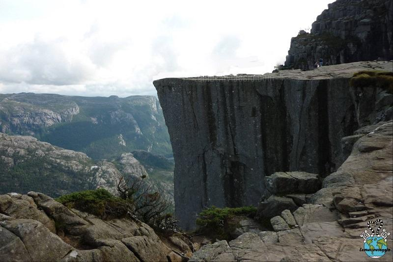 in cima al Preikestolen pulpit rock