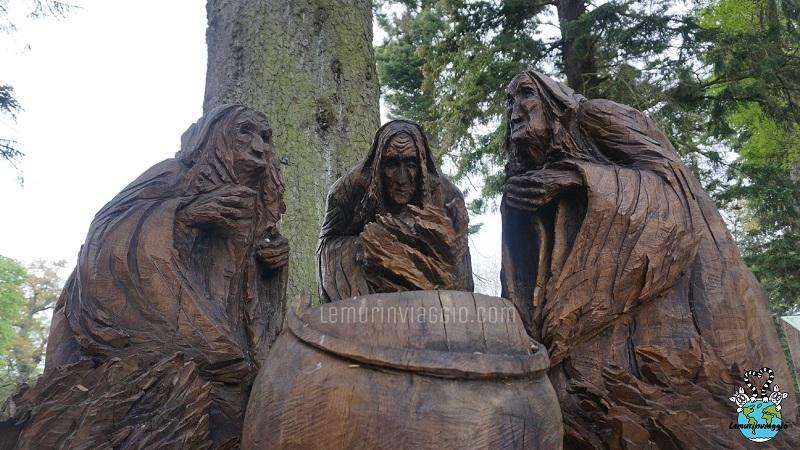 statua delle tre streghe al Castello di Glamis