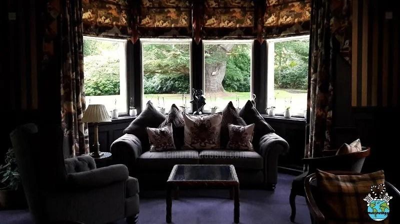Il salottino del Bunchrew House Inverness con vista sul Loving Tree