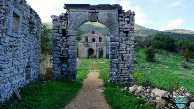 old perithia il villaggio abbandonato di Corfù in Grecia