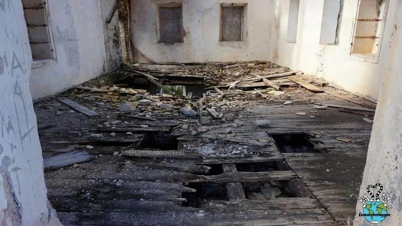 In Grecia può essere particolarmente pericoloso visitare luoghi abbandonati perché non ci sono cartelli o sbarramenti
