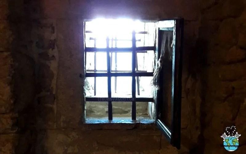 Finestre delle celle nella fortezza di San Leo