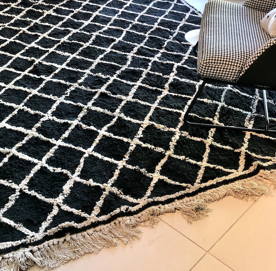 tappeto nero rombi