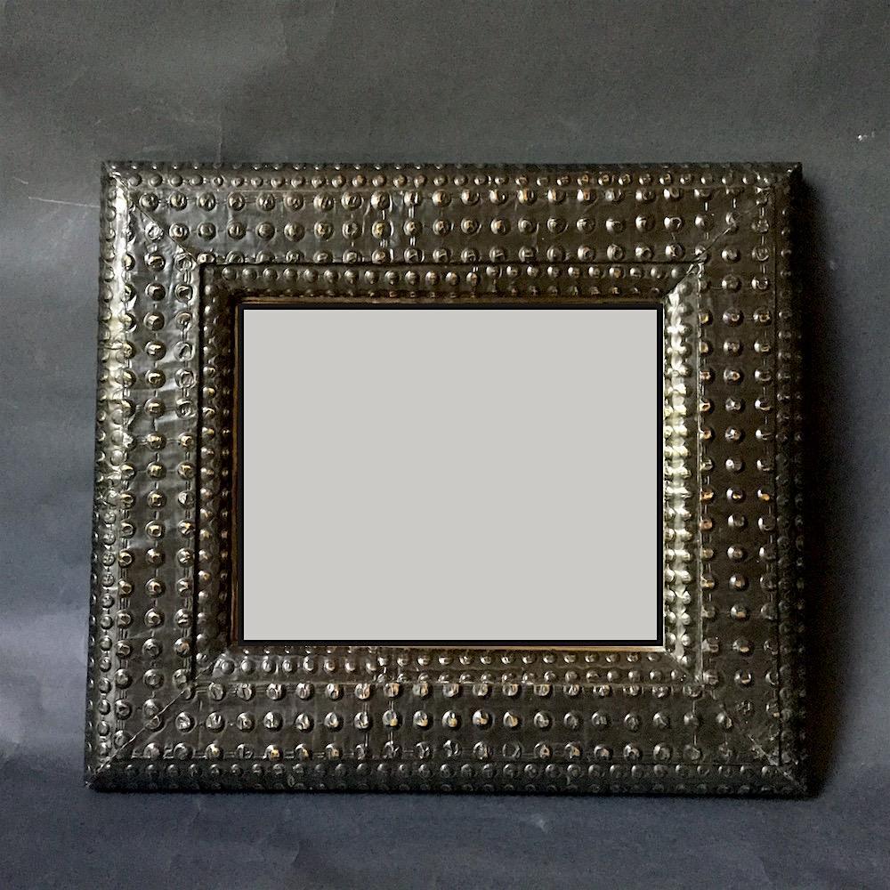 specchio bugnato metallo
