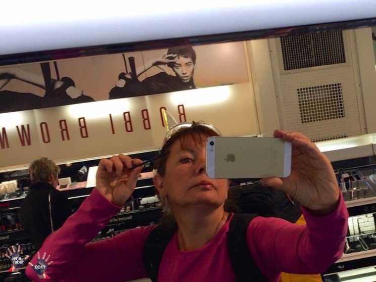 Make up on travel
