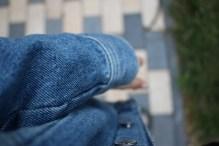 Getragene Jeansjacke aus Fotografenperspektive