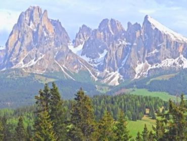 The 5 Best & Most-Scenic Day Hikes You Can't Miss Near Val Gardena, Dolomites