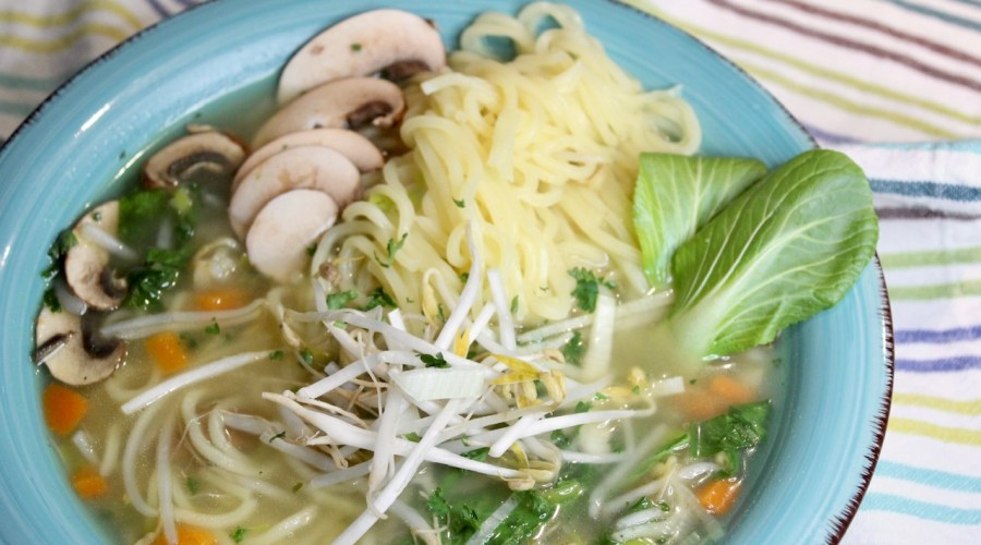 Hühnersuppe Asia-Style