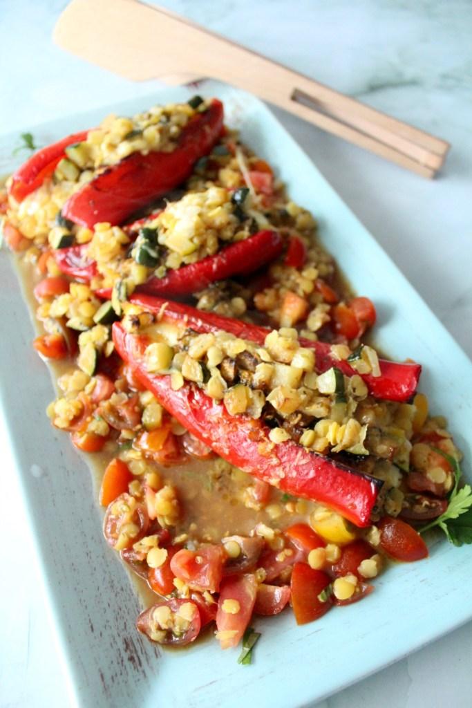 Gefüllte Spitzpaprika auf Linsen-Salat