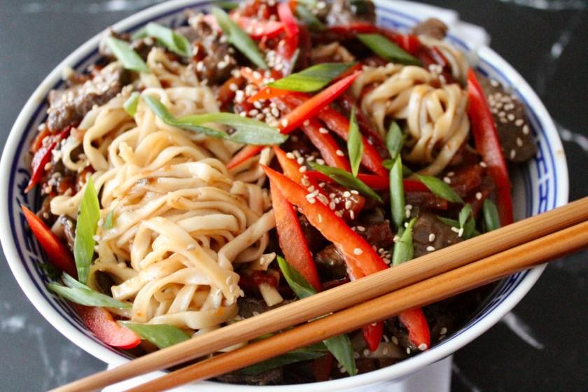 Asia-Nudeln mit Rindfleisch