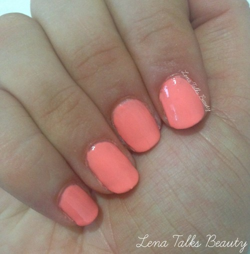 Maybelline  242 Coral Heat nail swatch
