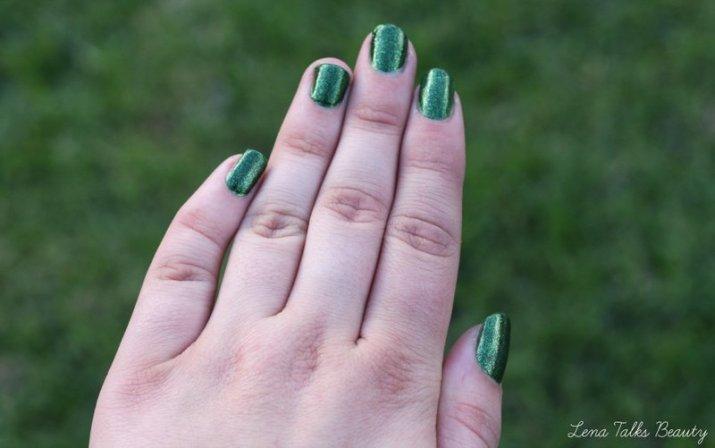 rp_Faby-glittering-chlorophyll-nail-polish-swatch-001.jpg