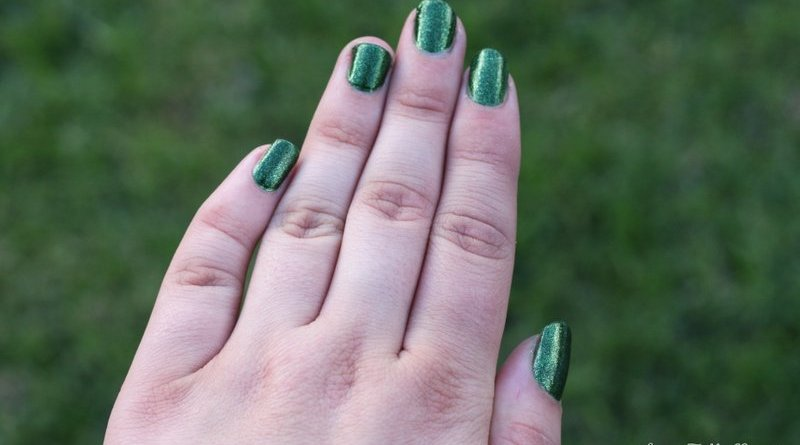 rp_Faby-glittering-chlorophyll-nail-polish-swatch-001.jpg
