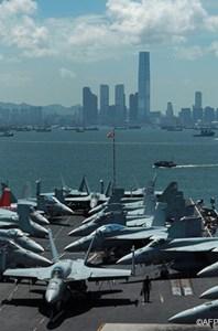 Hàng không mẫu hạm USS George Washington ở Hong Kong (AFP)