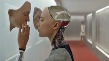Ex Machina, một phim khoa học giả tưởng năm 2015 được đánh giá cao, liên tưởng về hiểm họa siêu trí tuệ.