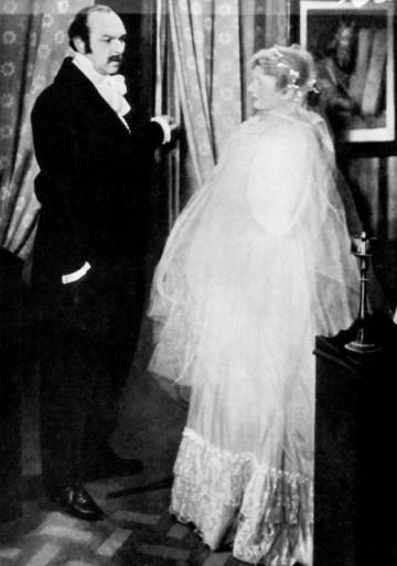 Pierre Renoir và Valentine Tessier trong vai Charles và Emma Bovary trong phim năm 1933 của Jean Renoir chuyển thể từ tiểu thuyết Madame Bovary của Gustave Flaubert. (Ảnh: Everett Collection)