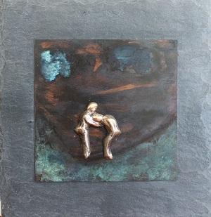 bronzebillede_kunst_bronzeskulptur_lene_purkaer_stefansen_varemaerkebeskyttet_en_god_ven_holder_dig_altid_oppe