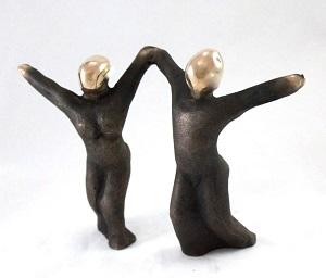 bronzeskulptur_lene_purkaer_stefansen_bronzefigur_kunst_skulpturer_ved_faelles_indsats_og_kamp