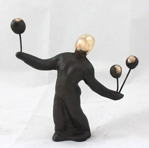 bronzeskulptur_lene_purkaer_stefansen_bronzefigur_kunst_skulpturer_kunsten_at_balancere_med_livets_bolde