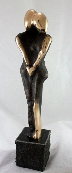 bronzeskulptur_lene_purkaer_stefansen_bronzefigur_kunst_skulpturer_med_vores_kaerlighed_kan_vi_alt