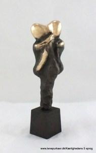 kaerlighedens-5-sprog-berøring-lene-purkaer-stefansen-bronzeskulptur-kaerlighed-kunst