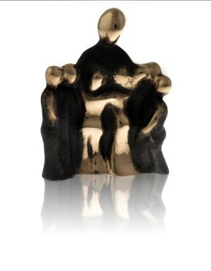 Bronzeskulptur_din_omsorg_skaber_glæden_i_nuet_og _haabet_for_fremtiden_Lene_Purkaer_Stefansen
