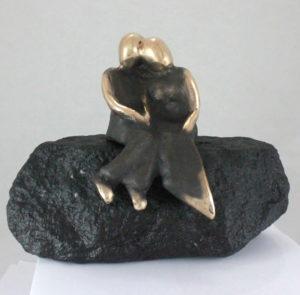 Os_to_skovens_forårsbund_kærlighed_lytte_mærke_sammen_lene_purkaer_stefansen_bronzeskulptur