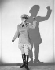 MEL_Chaplin_Hynkel_Le Dictateur (c) Roy Export SAS