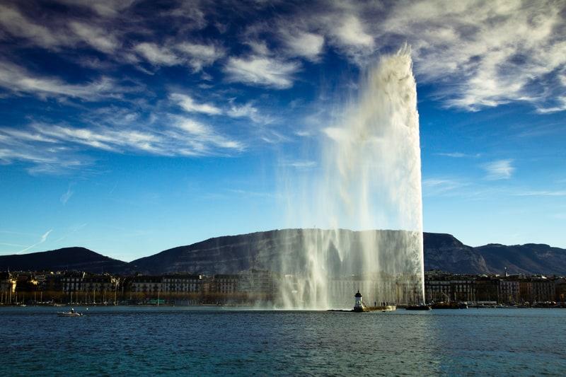Vaud costing Geneva millions