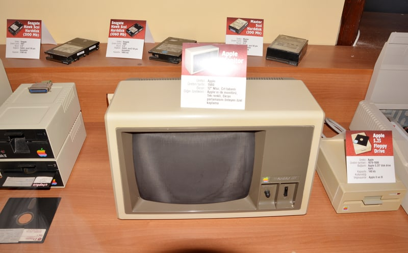 Old Apple Mac computer