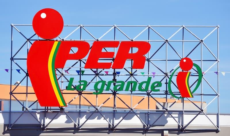 Italian supermarkets pay dearly for staff - © Claudiu Marius Pascalina | Dreamstime.com
