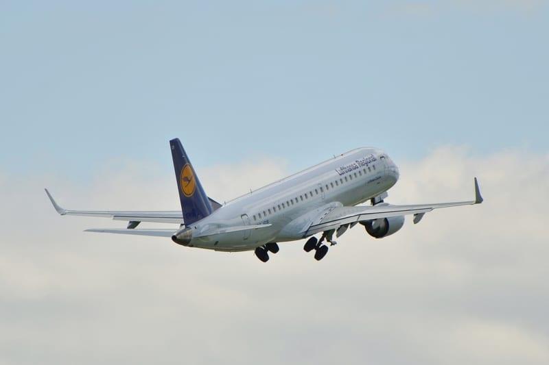 An Emraer 190 flown by Lufthansa, owner of Swiss International Airlines AG - © Elkamilo | Dreamstime.com