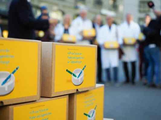 Referendum to ban tobacco advertising in Switzerland reaches 100,000 signatures