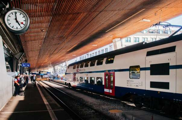 Swiss government makes it easier to get paid for work done on the train
