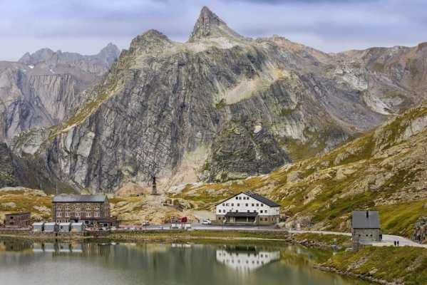 Coronavirus: Switzerland holds off on open borders with Italy