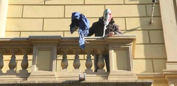Manifestanti colpiti alla testa, Simone Di Stefano libero.