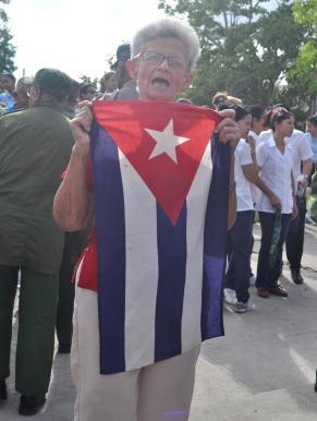 banderas cubanas y del 26 de julio acompañaron el trayecto
