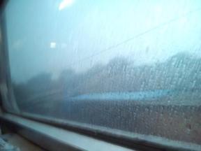 Hujan membasahi jendela dan pipinya Tiya :P