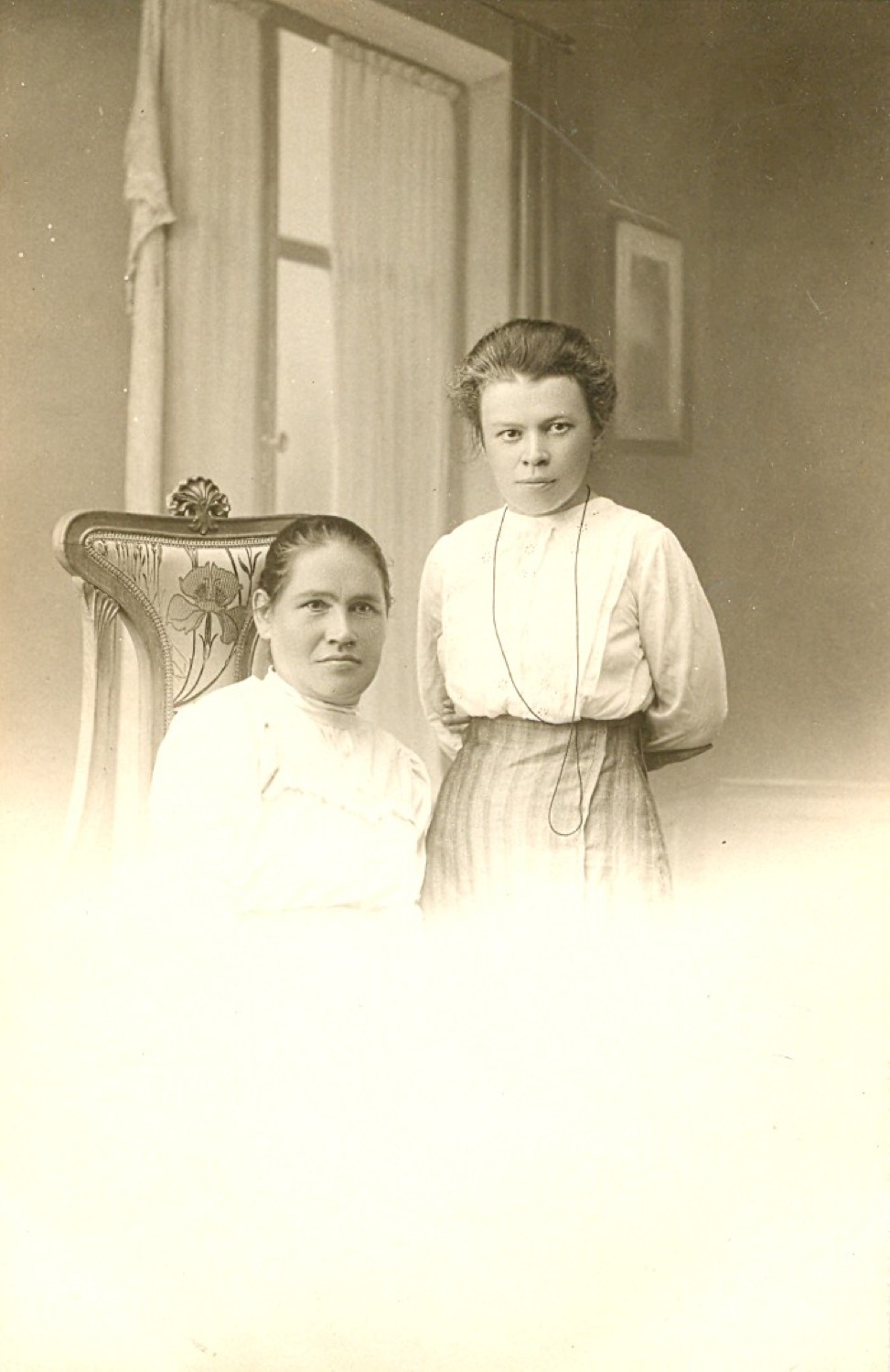 Photo on the form of an open letter. Maria Ilyinichna Ulyanova with her friend.