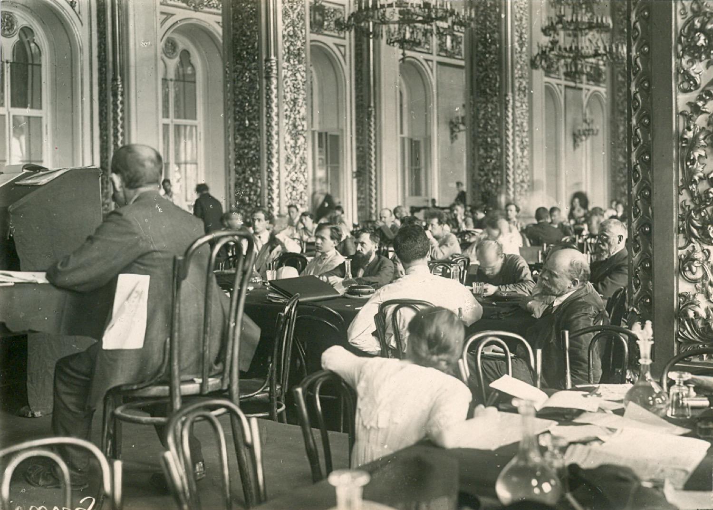 Фотография. В.И. Ленин на заседании II конгресса Коминтерна в Андреевском зале Кремля.