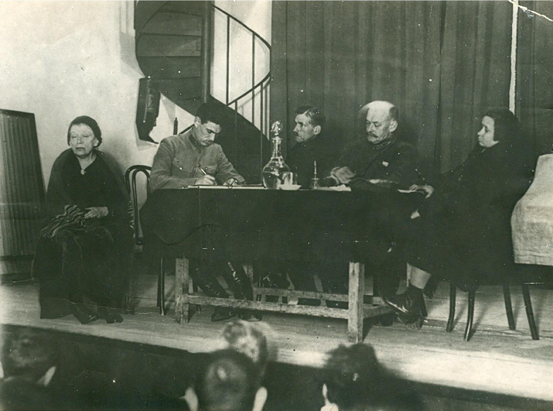 Photo. Anna Ilyinichna Ulyanova-Elizarova in the Presidium of the session in the Institute of Marks, Engels, Lenin (IMEL).